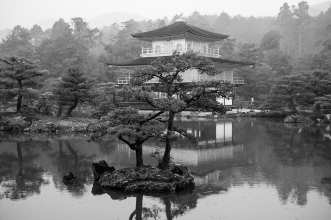 Kyoto lake in the rain
