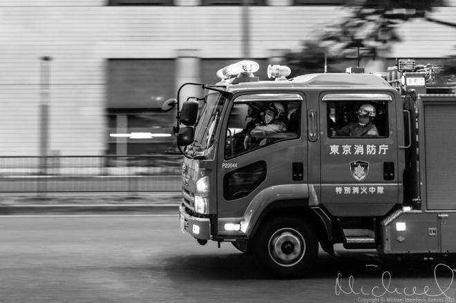 Moving vehicles - fire engine in Akasaka